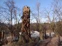 Pahýl stromu v Sopotnici byl nádherně umělecky přetvořen, autoru patří úcta nad nápadem i provedením řezbářského díla.